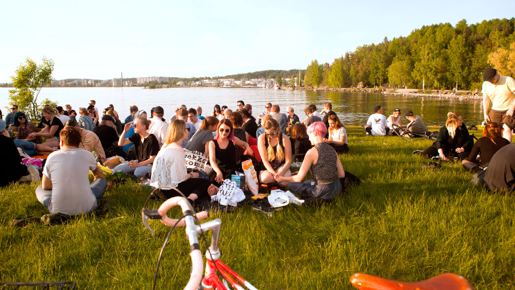 Kokoontumispaikkana palvelee esimerkiksi Vesijärven ranta. Kuva: VisitLahti / Panu Salonen